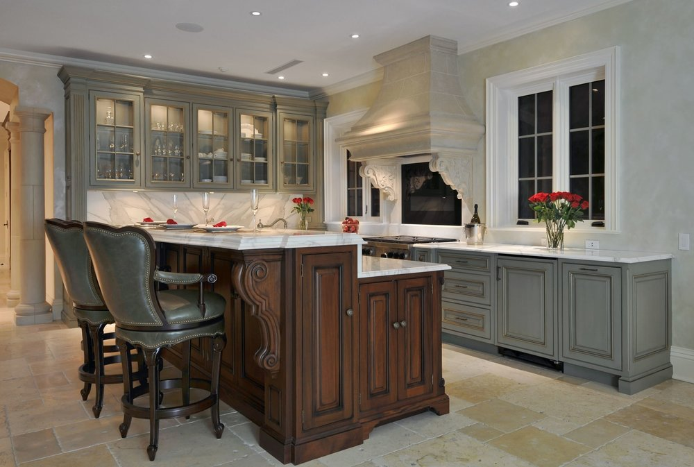 Traditional style kitchen with classic style kitchen island