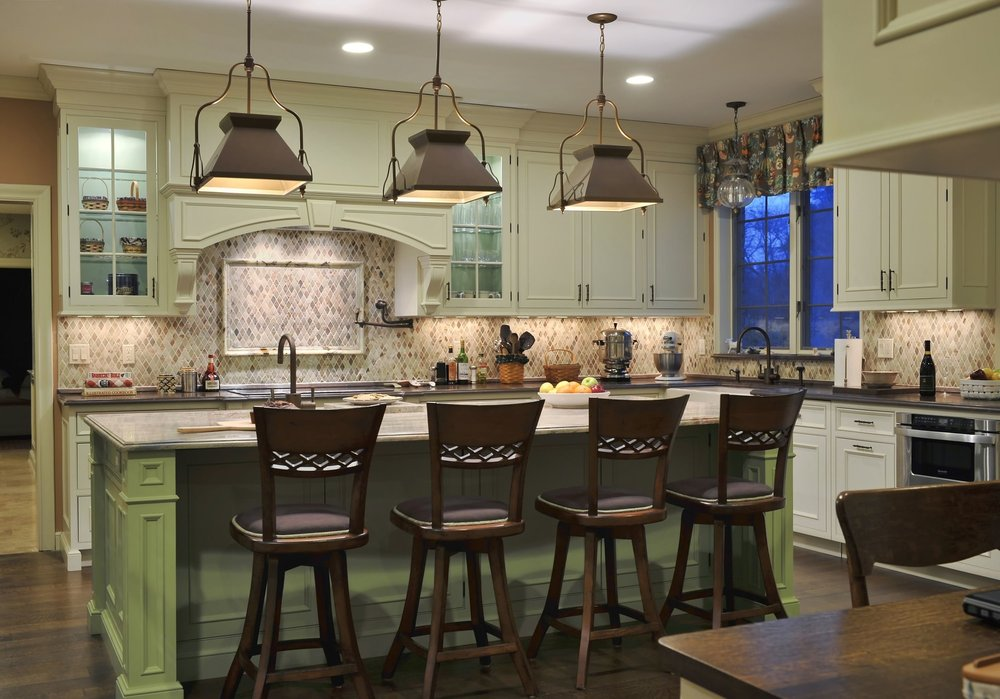Traditional style kitchen with hanging pendant lighting