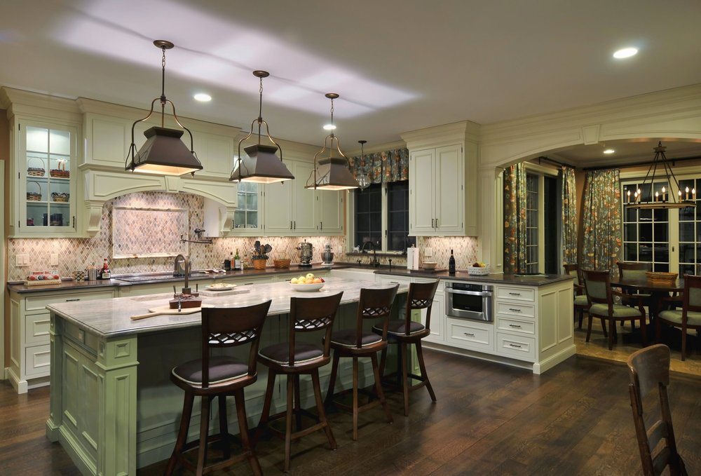 Traditional style kitchen with laminate wood floors