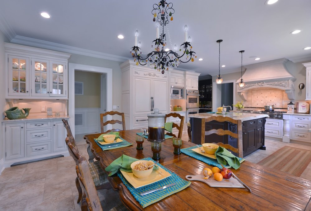 Traditional style kitchen with black chandelier