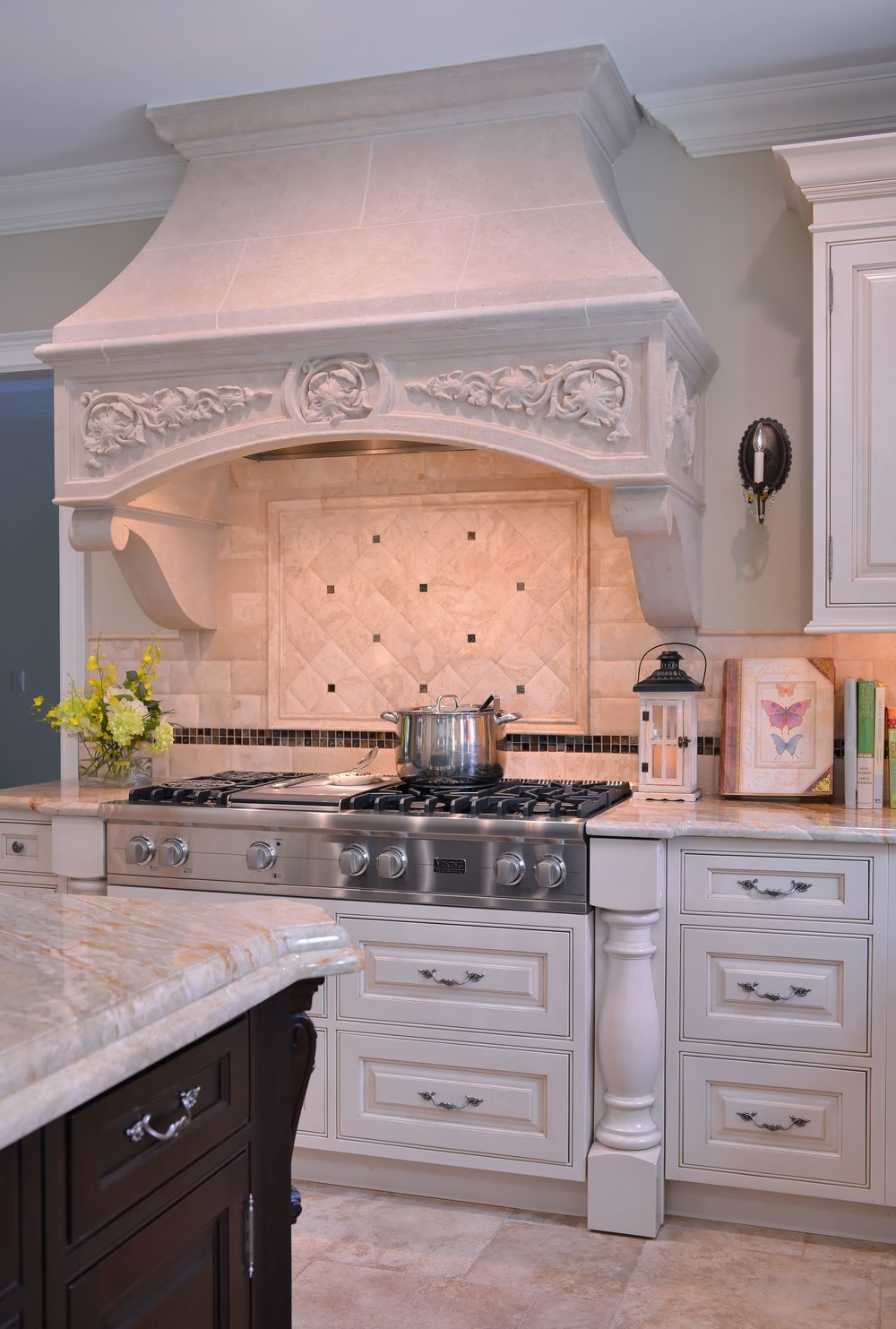 Traditional style kitchen with with stainless range