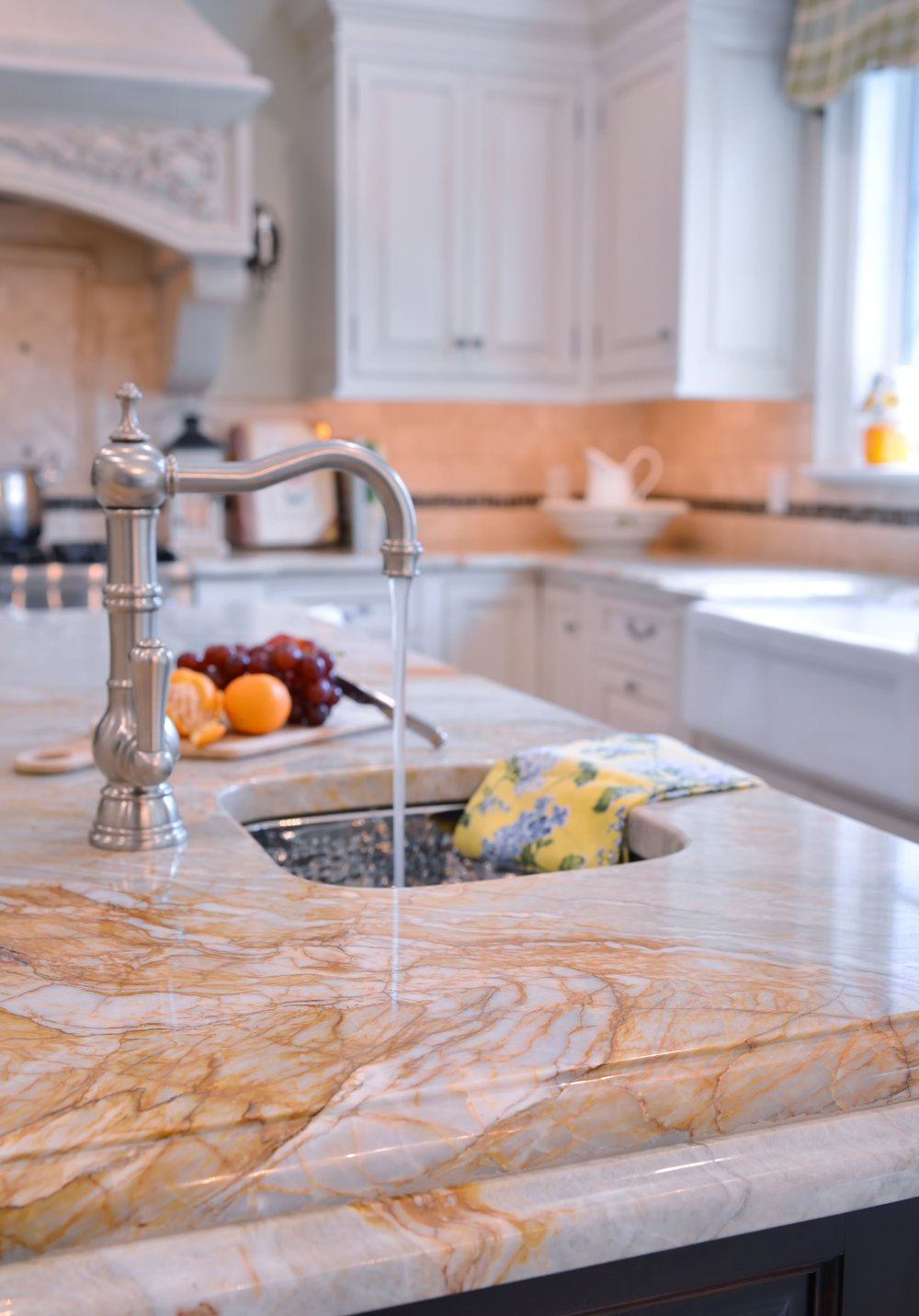 Traditional style kitchen with with silver faucet