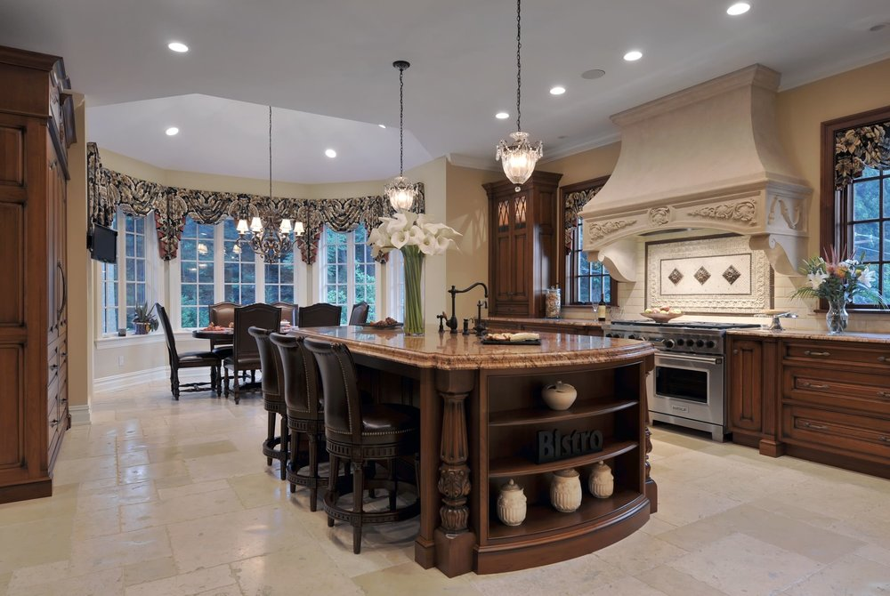 Traditional style kitchen with spacious floor and eating area