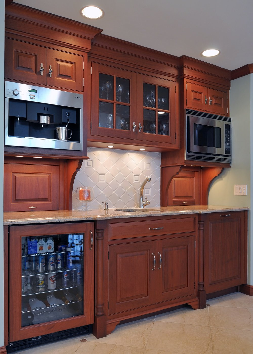 Traditional style kitchen with plenty of storage and drawers