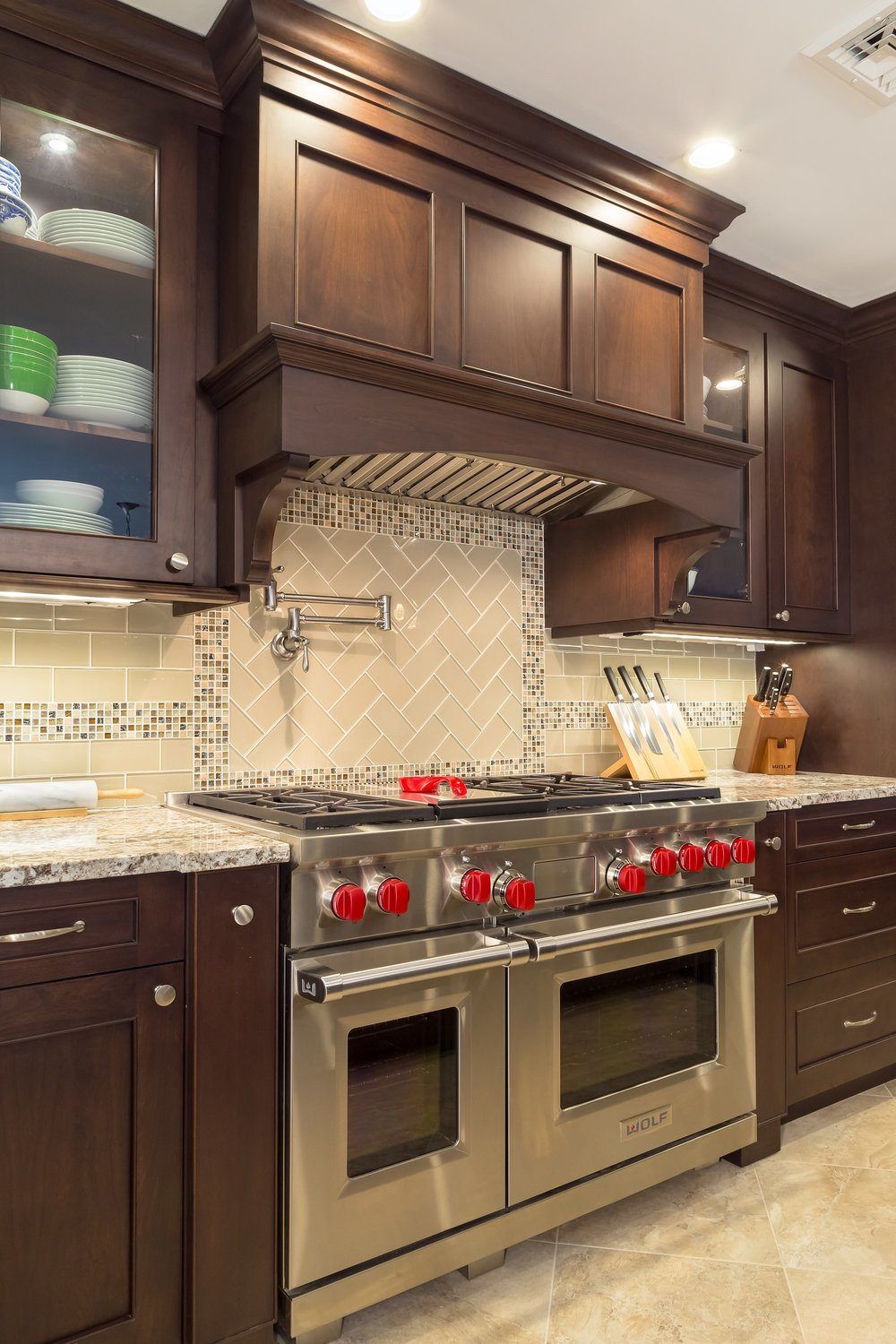Traditional style kitchen with classic backsplash