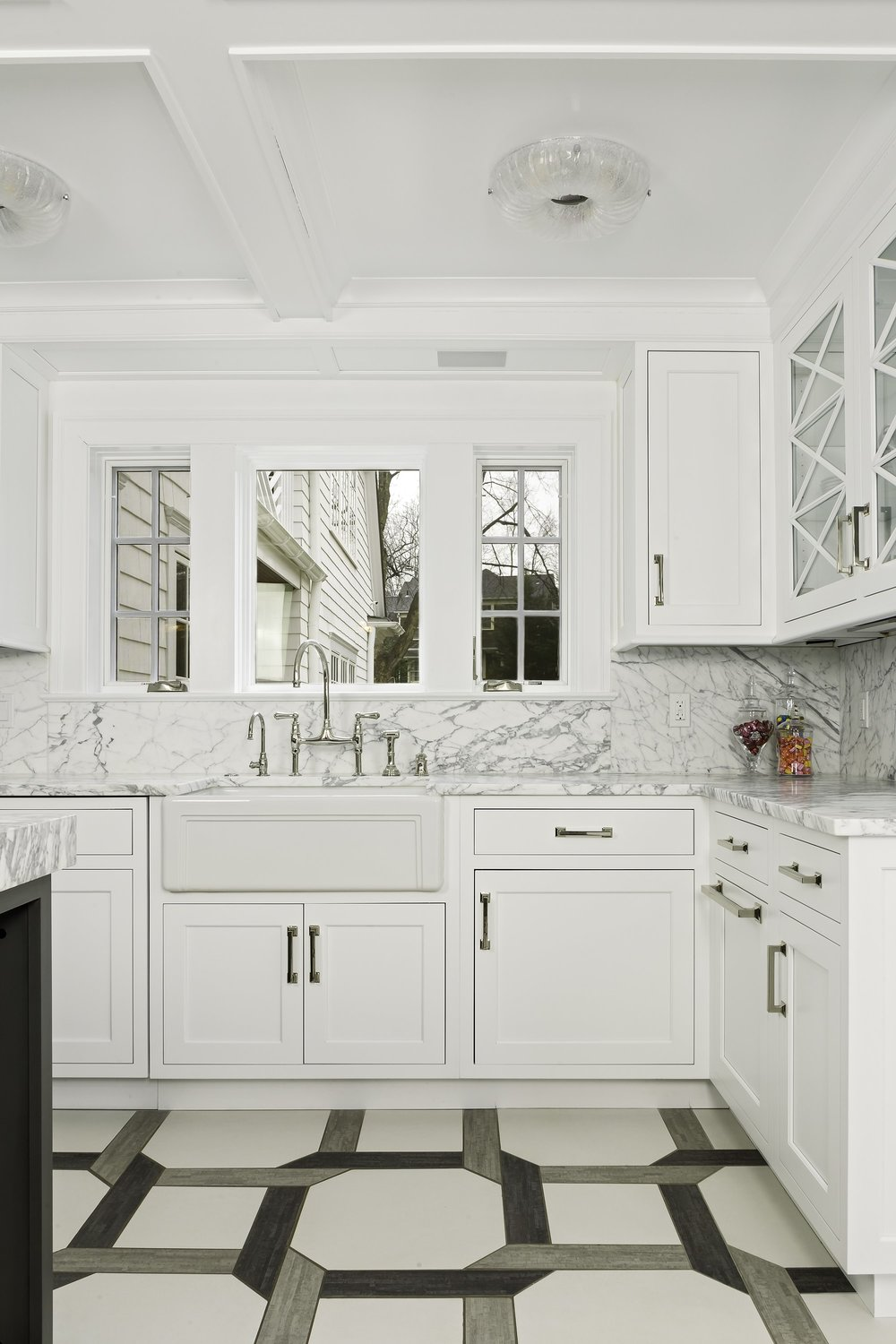 Transitional style kitchen with stylish drawers and cabinets