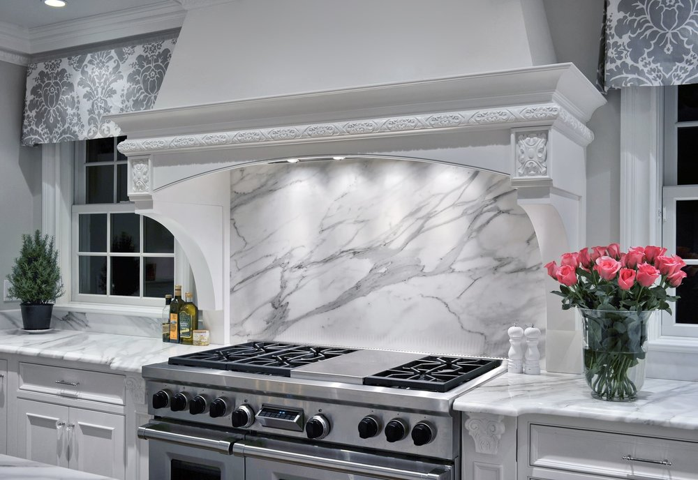 Transitional style kitchen with marble backsplash