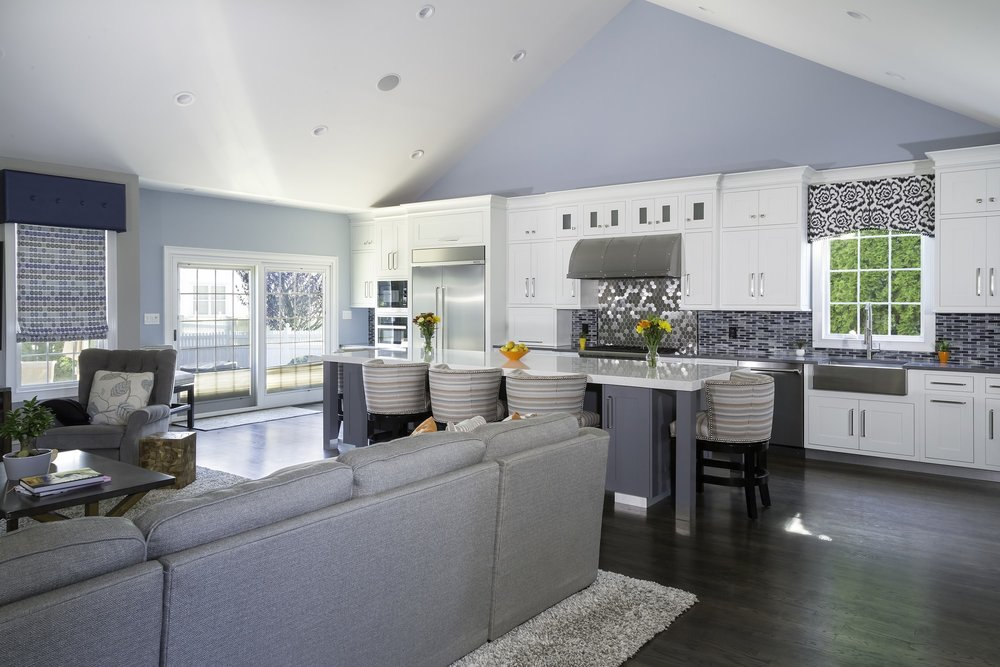 Transitional style kitchen with open plan kitchen design