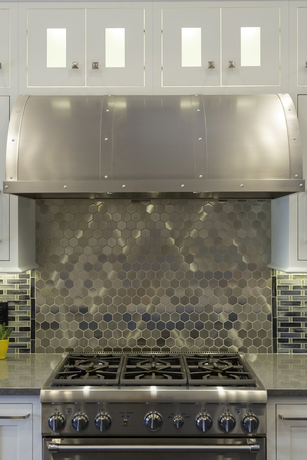 Transitional style kitchen with trendy backsplash