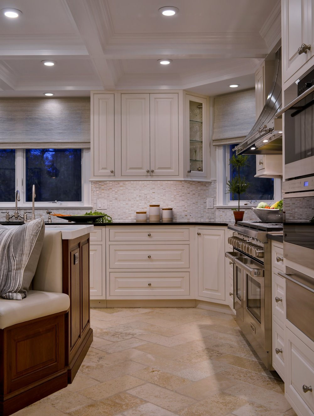 Transitional style kitchen with upper and under cabinets