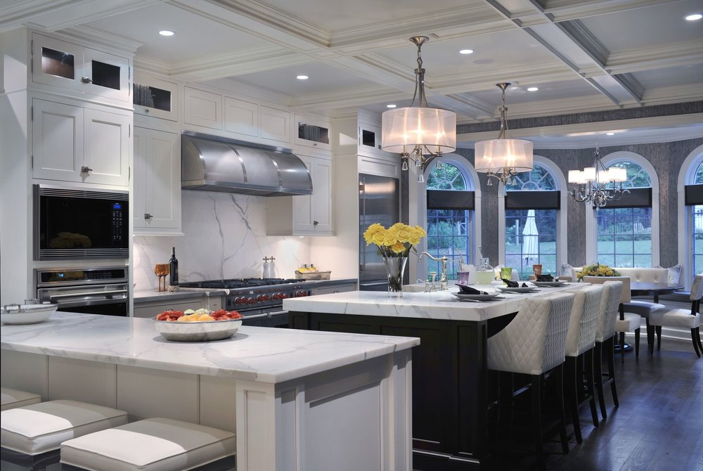 Transitional style kitchen with center island and eat in counter
