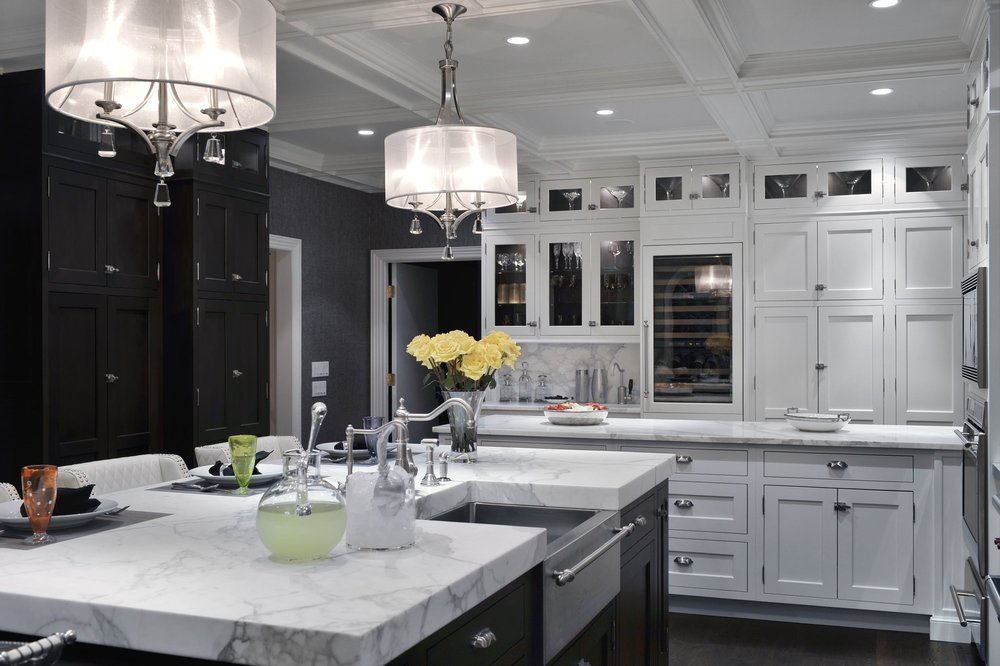 Transitional style kitchen with quartz countertop
