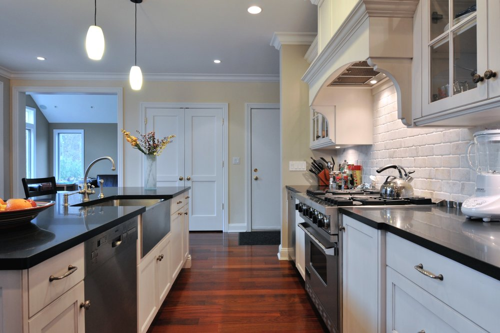 Transitional style kitchen with cozy light setting