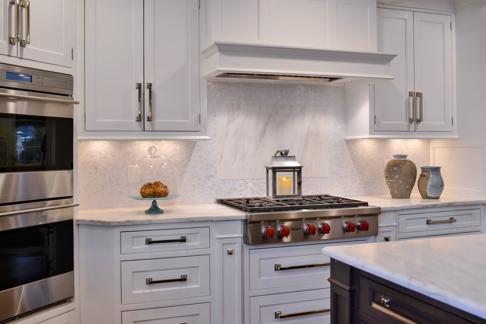 Transitional style kitchen with white upper cabinets