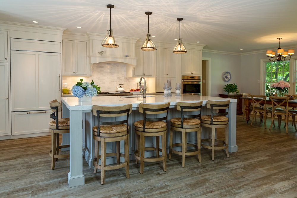 Transitional style kitchen with kitchen island and counter stools