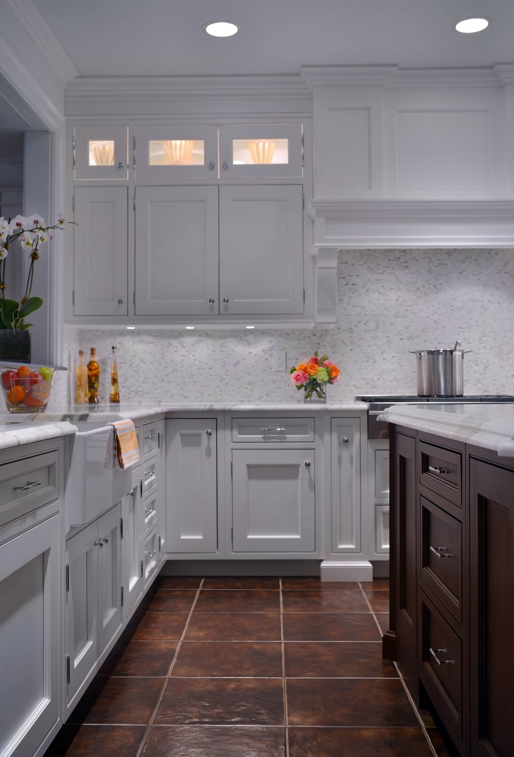 Transitional style kitchen with plenty of cabinets and drawers