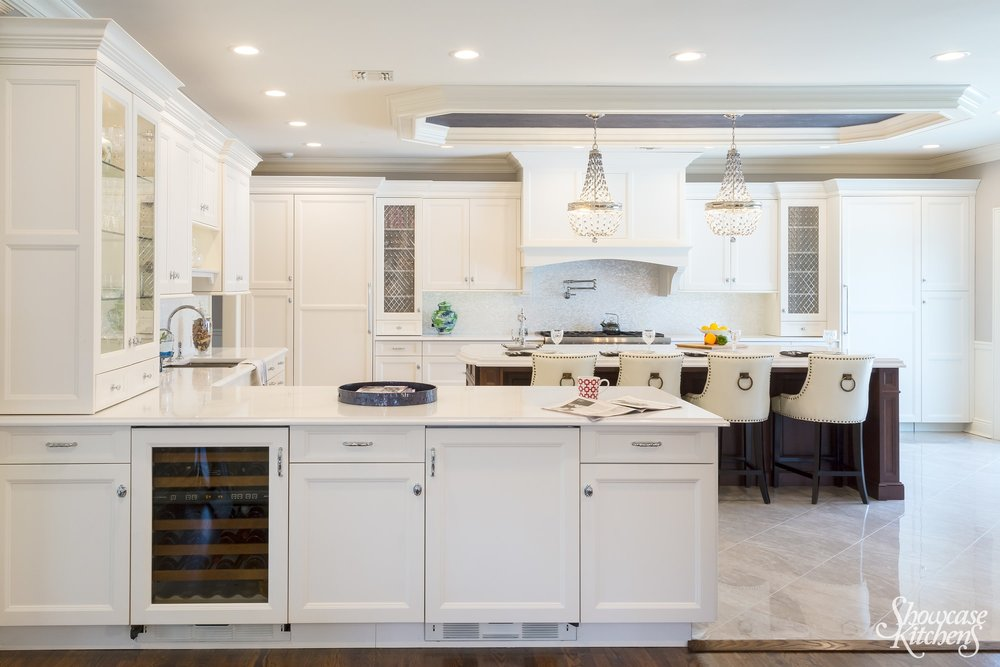 Transitional style kitchen with L shaped kitchen counter
