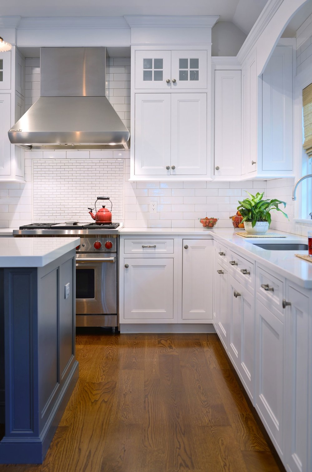 Transitional style kitchen with white upper cabinets and drawers