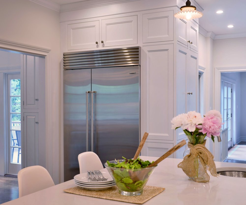 Transitional style kitchen with a small upper cabinet