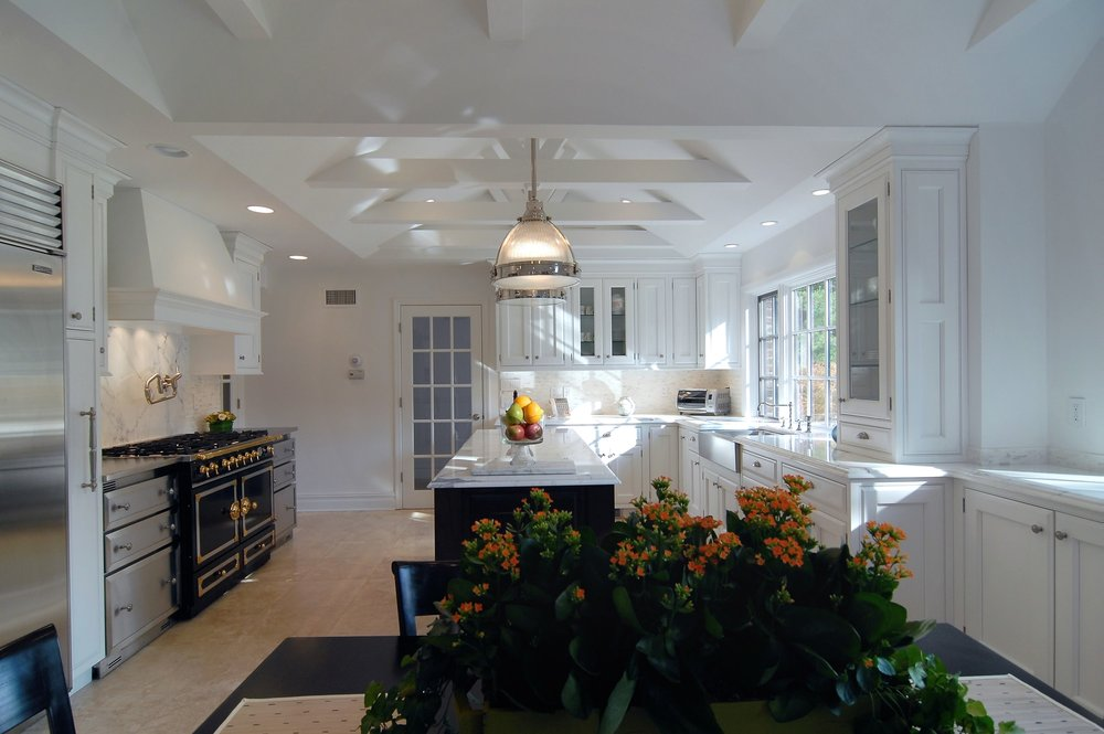 Transitional style kitchen with spacious and tiled floor