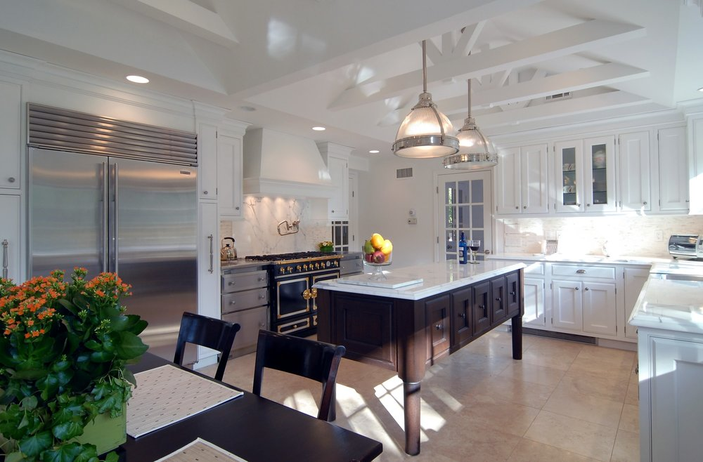 Transitional style kitchen with breakfast table and kitchen island