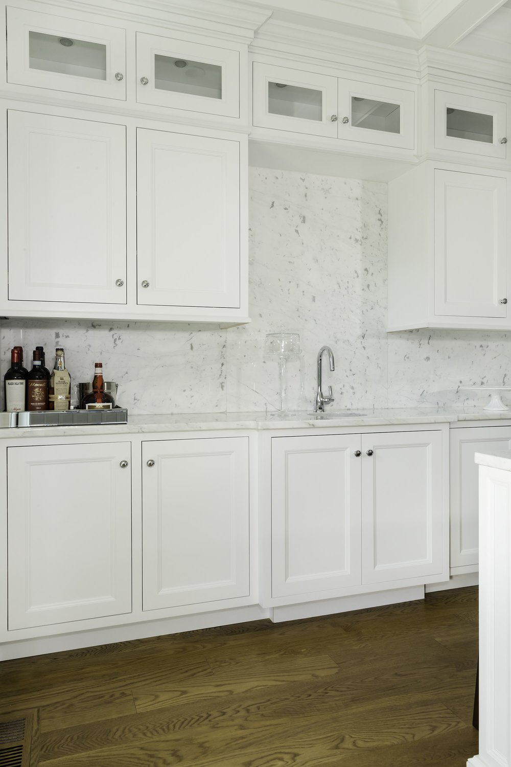 Transitional style kitchen with cabinets and single hand faucet