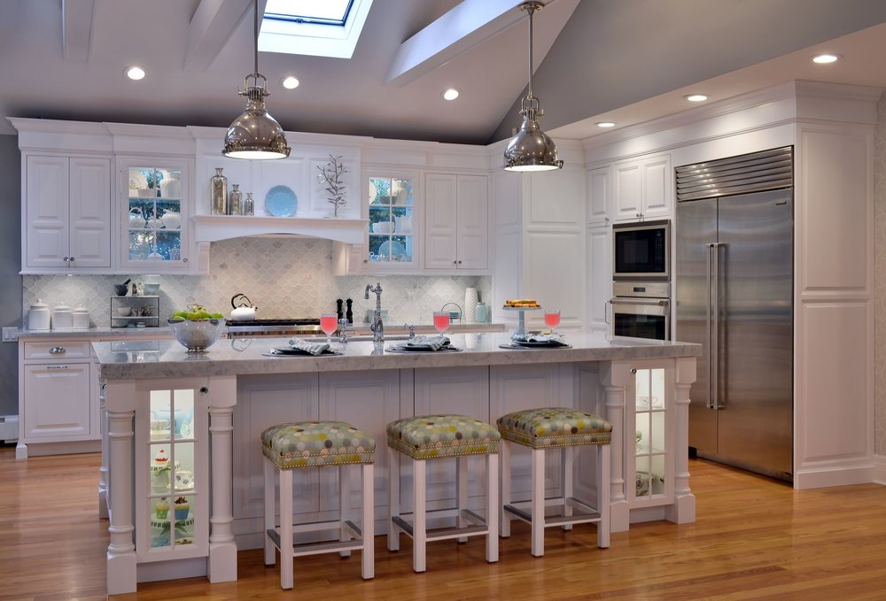 Transitional style kitchen with two pendant light fixtures