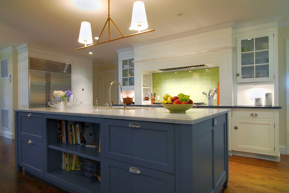 Transitional style kitchen with kitchen island in the center