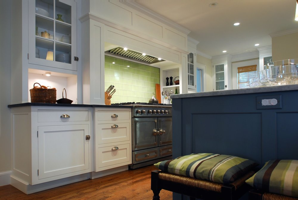 Transitional style kitchen with with range hood and range oven