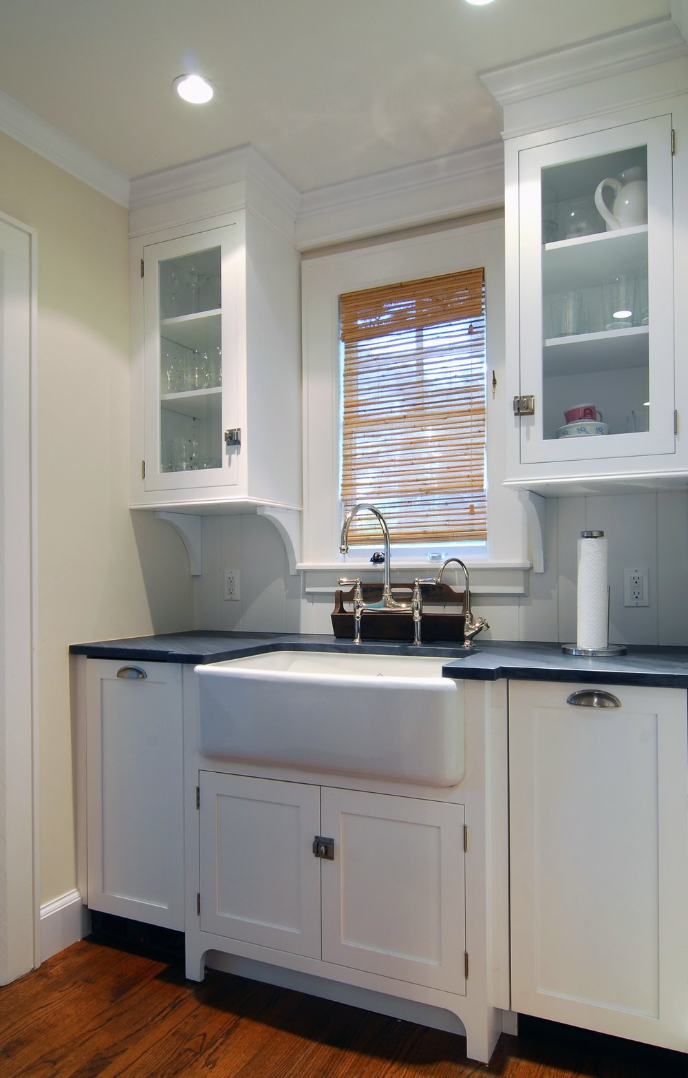 Transitional style kitchen with wash area