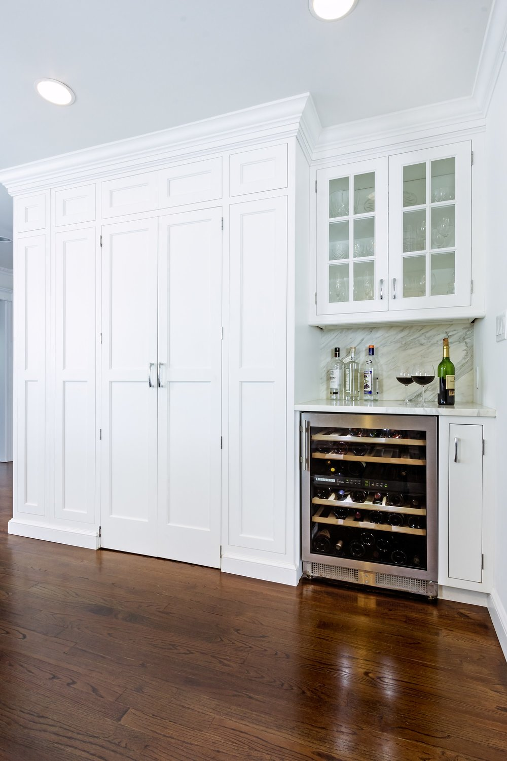 Transitional style kitchen with small wine storage
