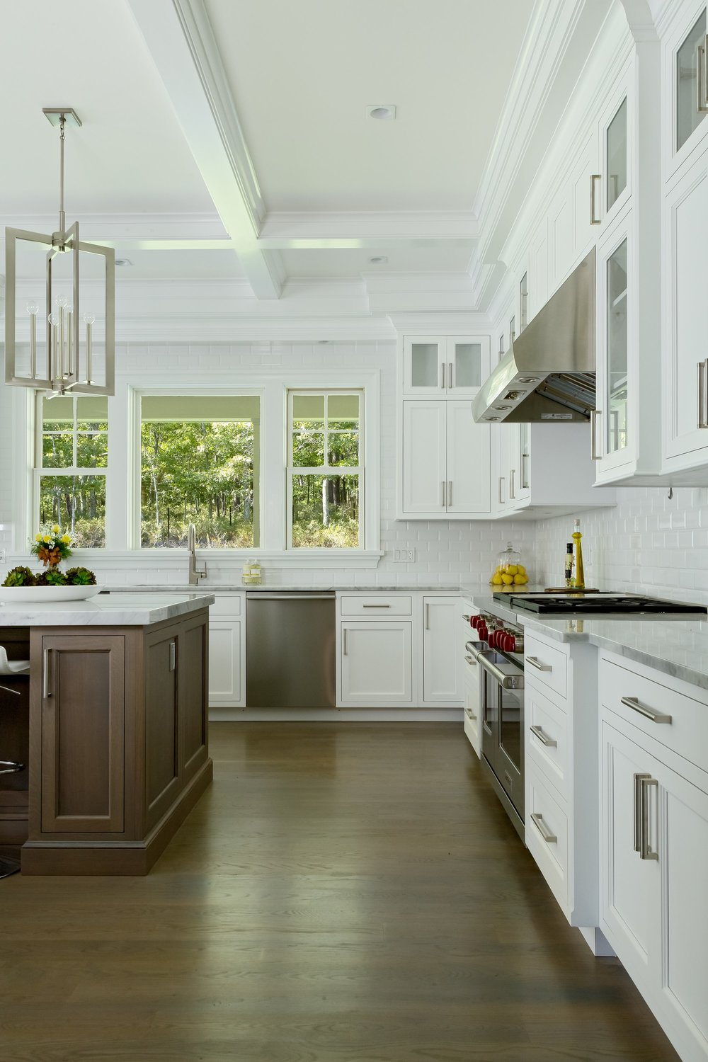 Transitional Style Kitchen With Bay Windows
