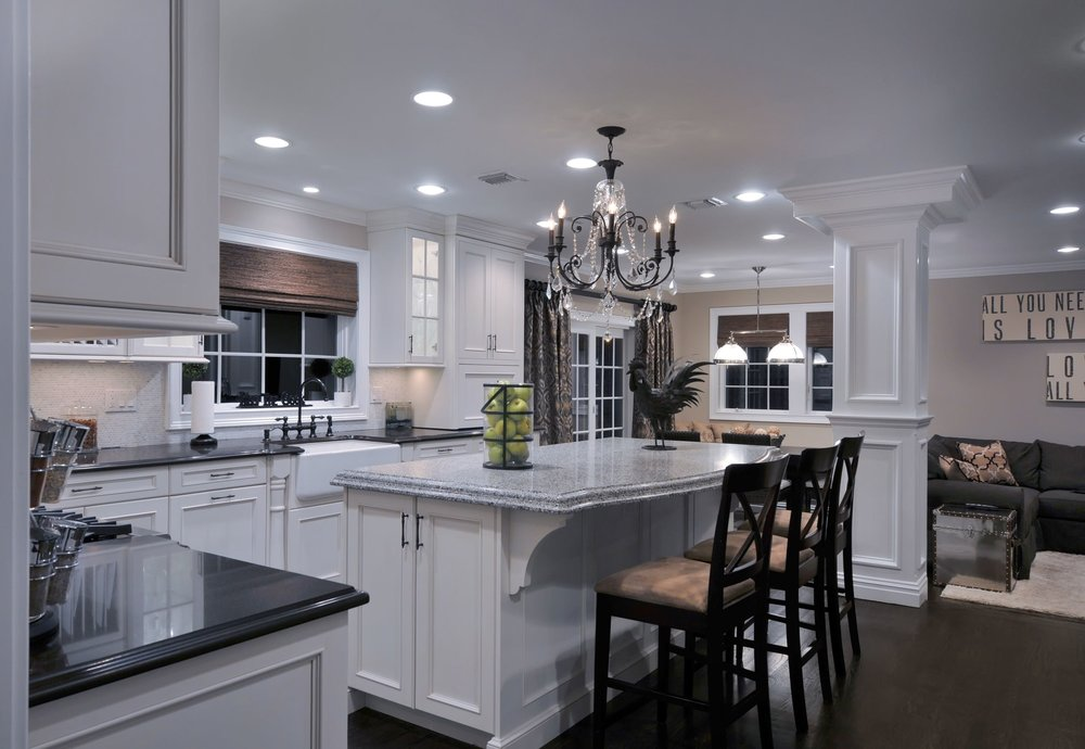 Transitional style kitchen with granite kitchen counter