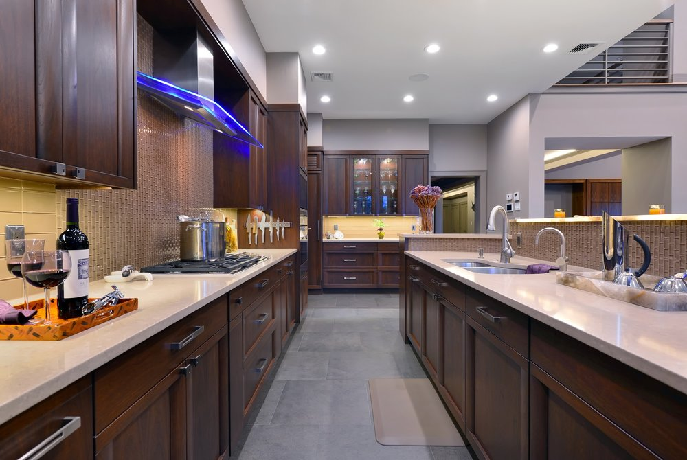 Transitional style kitchen with quartz counter top