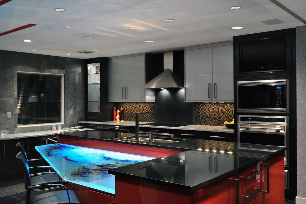 Contemporary style kitchen with black kitchen countertop