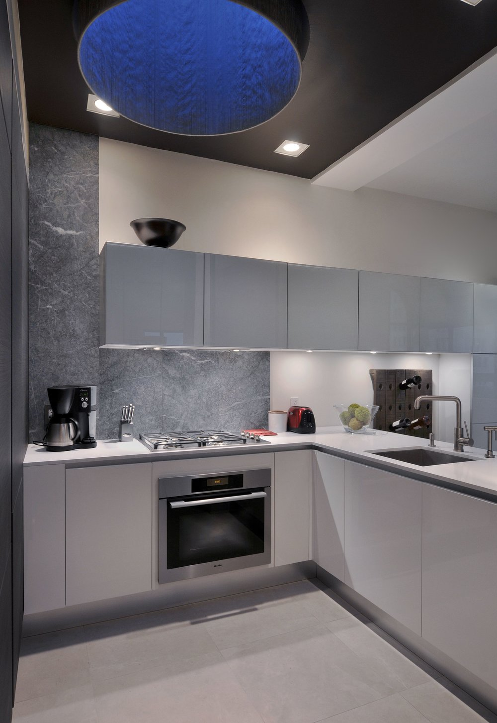 Contemporary style kitchen with range oven
