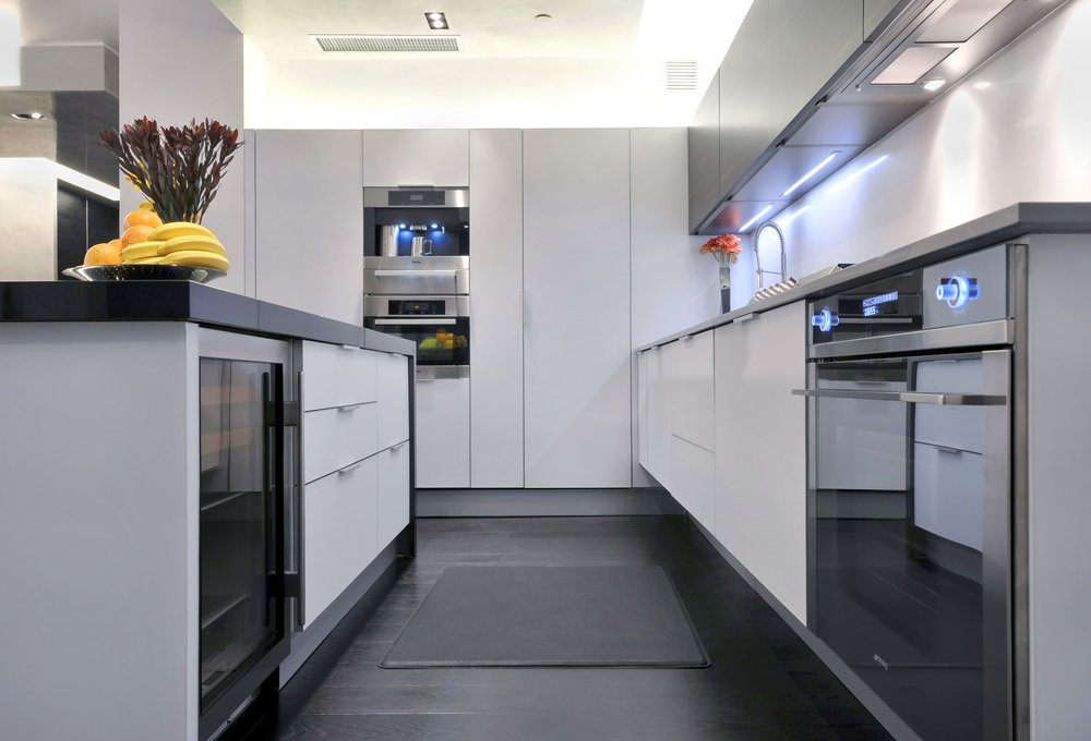 Contemporary style kitchen with upper cabinets and pull out drawer