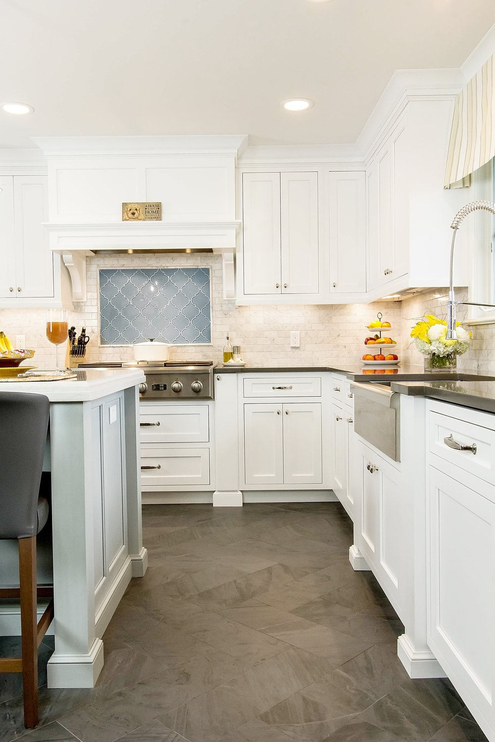 Traditional style kitchen with upper cabinets at the corner