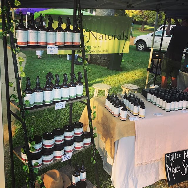 It's a beautiful morning here at the @sunraysiafarmersmarket The heat has gone and everyone is ready for an awesome morning!  #malleenaturals #sunraysiafarmersmarket #malleenaturalsmozziespray #mildura #milduralivingmagazine