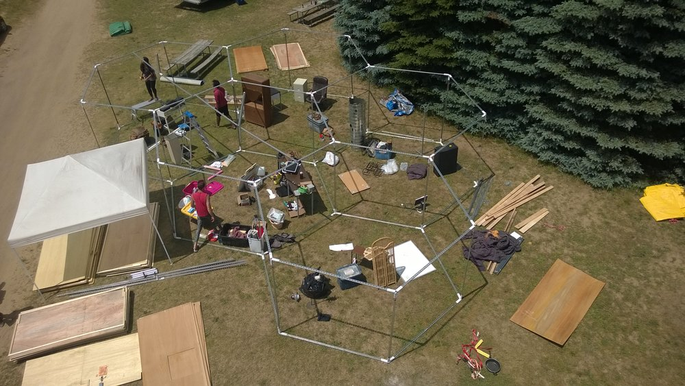 Aerial view: Frame of the 5 rooms and scene props