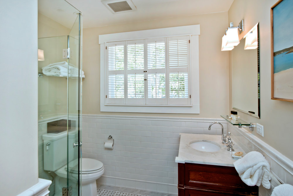 Bathroom in # 8.jpg
