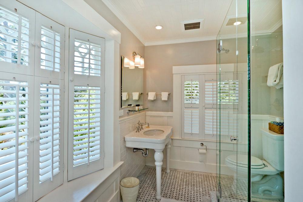 Bathroom in Room #9.jpg