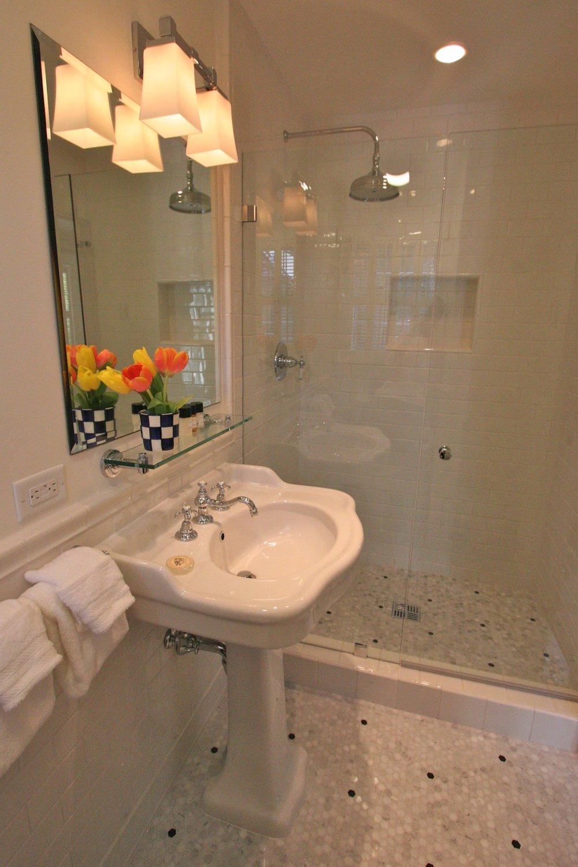 room#7 bathroom.JPG