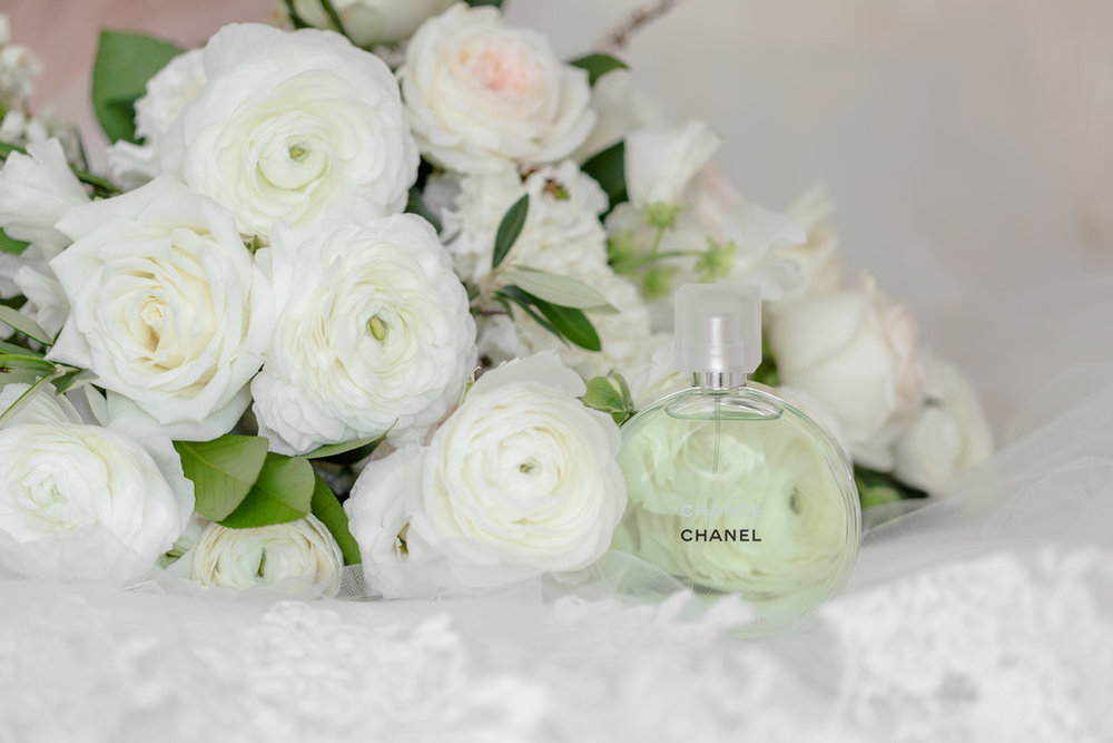white-roses-ranunuculus-wedding-bouquet-HT-Events.jpg