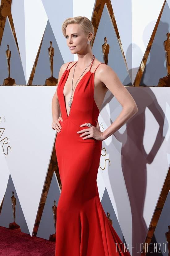 Charlize-Theron-Oscars-2016-Red-Carpet-Fashion-Christian-Dior-Tom-Lorenzo-Site-7