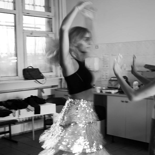 'I'm feeling like I'm lost in waiting' • • • #time #newsingle #musicvideo #backstage #newmusicalert #comingsoon 📷: @ola.golczynska