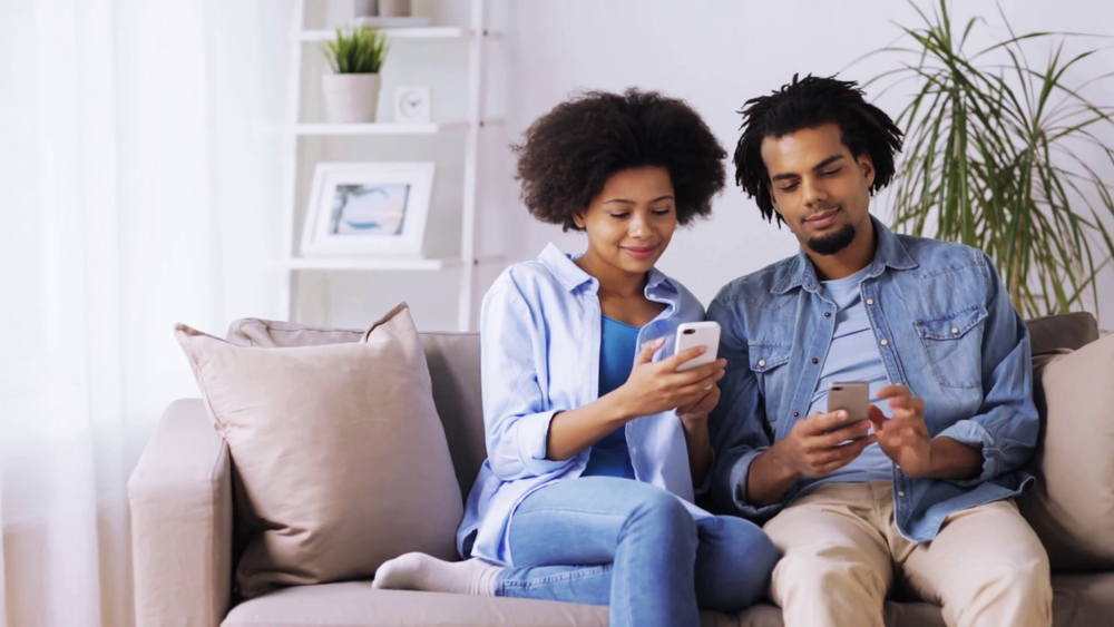 videoblocks-people-technology-internet-and-communication-concept-happy-couple-with-smartphones-at-home_byyktmjqe_thumbnail-full01.png