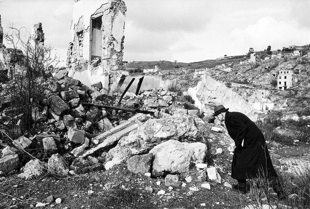 Joseph Beuys visiting the ruins of Gibellina Vecchia, 1981, photo by Mimmo Jodice
