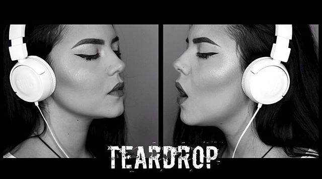New #massiveattack cover is up now! Link in bio 🖤 . . . . . . . . . . . #cover #music #teardrop #girl #youtube #youtuber #blackandwhite #industrial #electronic #midikeyboard #singer