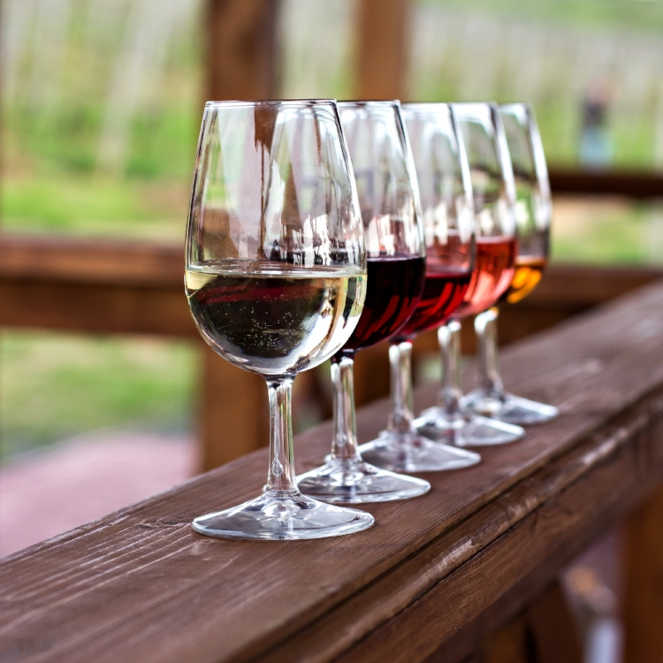 Glasses-with-wine.-Red,-pink,-white-wine-in-glasses.-924149822_3351x3351.jpeg